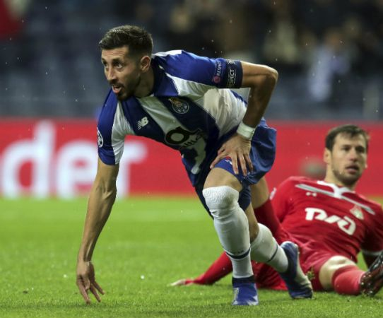 Héctor Herrera festeja su gol en la Jornada 4 de la Champions League