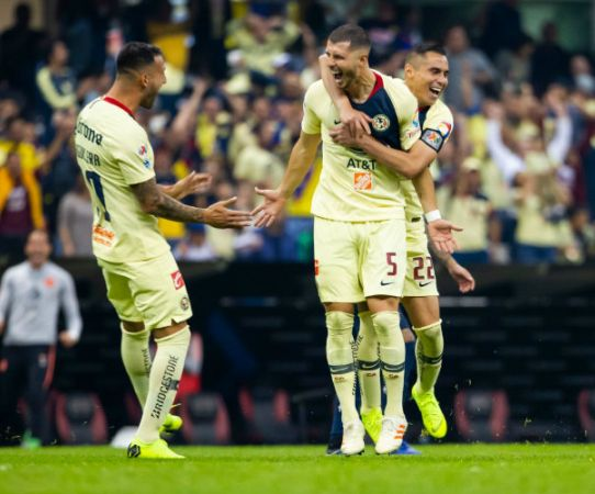 Guido Rodríguez celebra gol contra Pumas