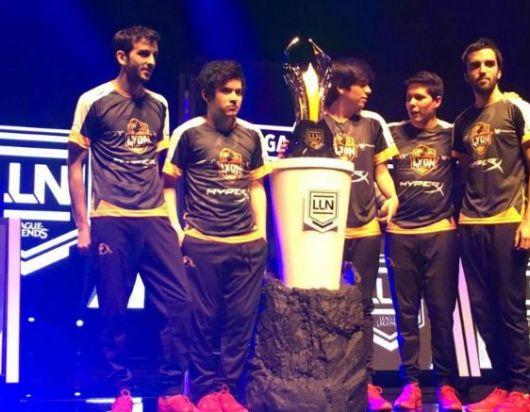 Lyon Gaming posa con la Copa tras vencer a Just Toys Havoks
