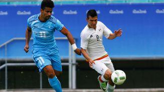 Irving Lozano en el juego contra Fiyi, buscando remontar el marcador