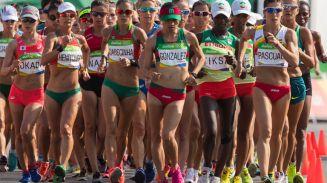 Guadalupe González, iniciando su participación en la marcha de 20 km femenil