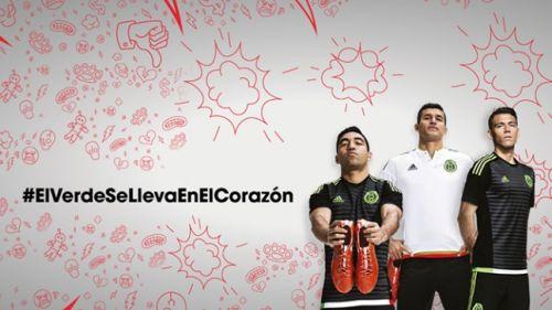 Selección Mexicana presenta sus nuevos uniformes. Jugadores del Tri posan  con las nuevas playeras  15df5df357af1