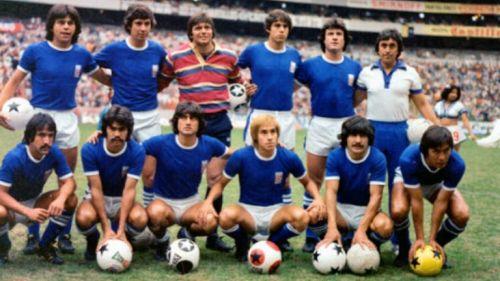 Jugadores del Cruz Azul en 1979 posan antes de un juego