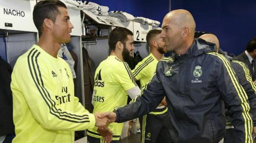 Zidane saluda a Cristiano Ronaldo