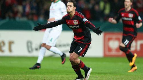 Javier Hernández festeja gol con Leverkusen