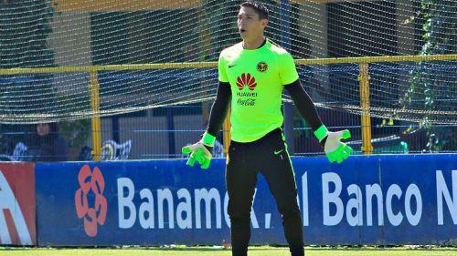 Hugo González en una práctica con las Águilas en Coapa