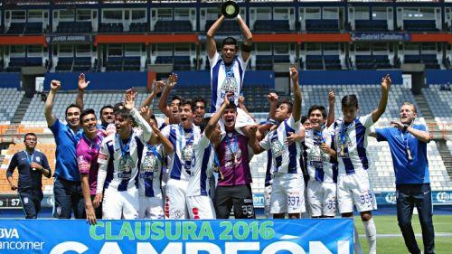 Pachuca Sub 17 levantando el título de campeón