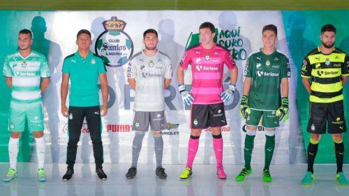Los jugadores de Santos modelan los nuevos uniformes 610f6e8f9c257
