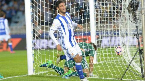 Carlos Vela festeja su gol contra el Alavés