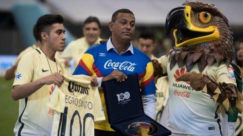 Antonio Carlos Santos recibe un reconocimiento