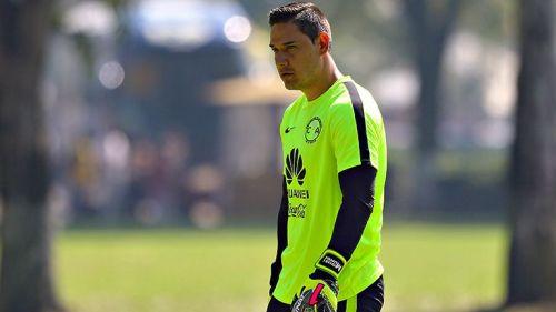 Moisés Muñoz, durante un entrenamiento en Coapa