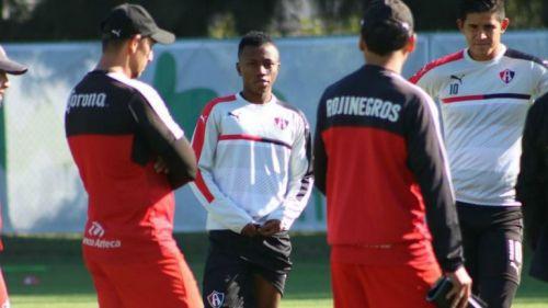 Clifford Aboagye, durante su primer practica con el equipo Rojinegro