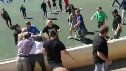 Padres de familia se golpean durante partido de sus hijos
