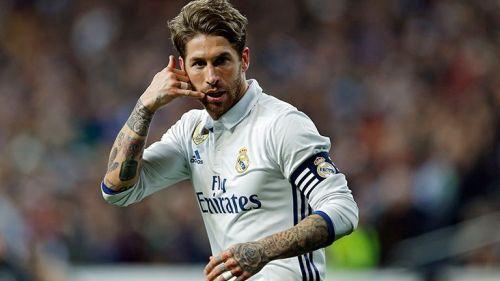 Sergio Ramos festeja un gol con el Real Madrid