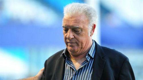Alfio Basile, durante un partido como técnico