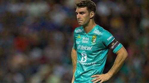Mauro Boselli, molesto en un partido de León