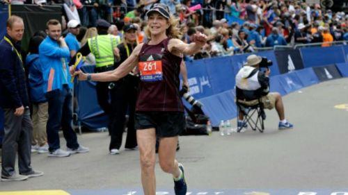 Kathrine Switzer rebasa la línea final del Maratón de Boston 2017