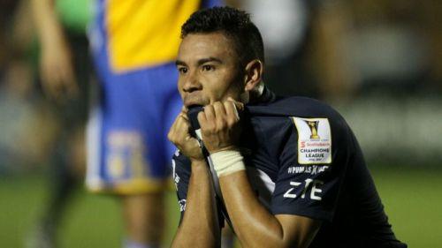 Barrera se lamenta en un partido de Concachampions
