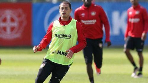 Javier Hernández, durante un entrenamiento con el Bayer Leverkusen