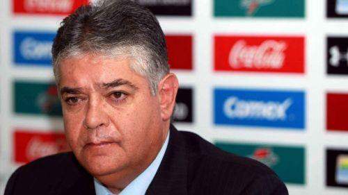 Carlos Leaño en una conferencia de prensa