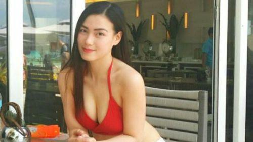 Joyce Tadeo sonríe y posa en bikini