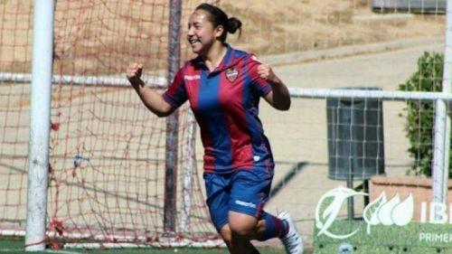 Charlyn Corral festeja un gol con el Levante UD