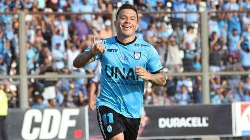 Álvaro Ramos celebra una anotación con el Club Deportes Iquique