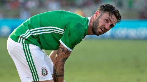 Layún, durante un juego con la Selección Mexicana