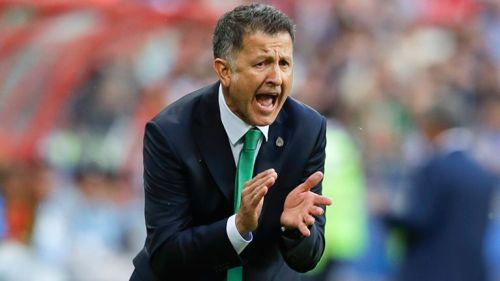 Juan Carlos Osorio da indicaciones en juego contra Portugal