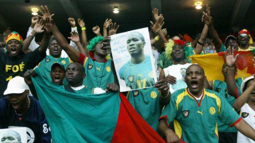 La afición camerunesa siempre recuerda al fallecido Foé