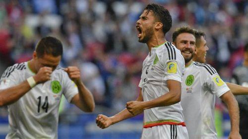 Diego Reyes lanza un grito tras el gol de Moreno contra Portugal