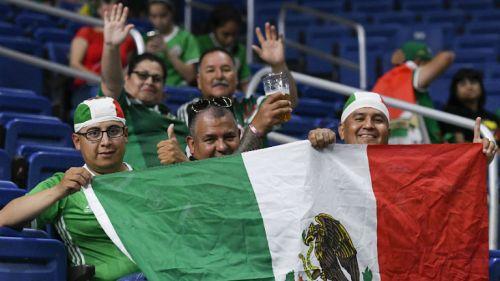 Aficionados mexicanos en el partido entre el Tri y Curazao