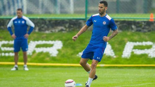 Édgar Méndez entrena con Cruz Azul