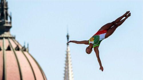 Adriana Jiménez, en uno de sus saltos en el Mundial de Budapest