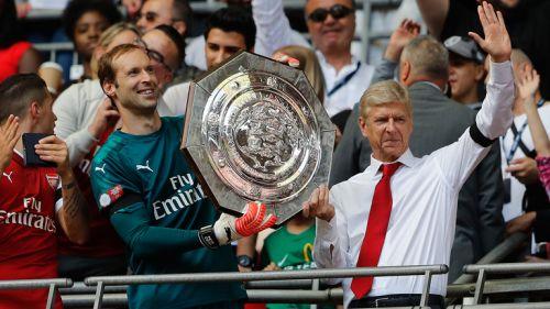 Cech y Wenger levantan el trofeo de la Community Shield