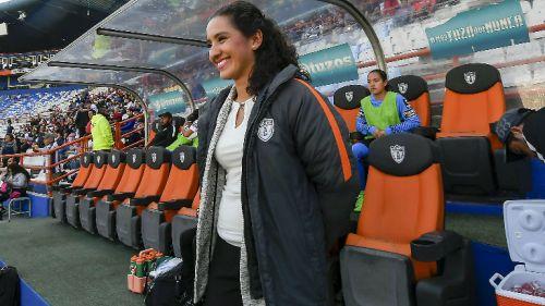 Eva Espejo durante un encuentro con Pachuca