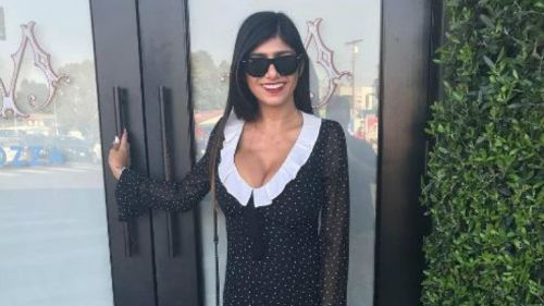 Mia Khalifa luce muy feliz en una foto que se tomó en Los Angeles