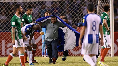 El aficionado que interrumpió el Honduras-México