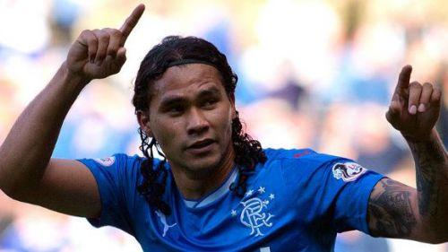 Gullit Peña festeja gol con Rangers