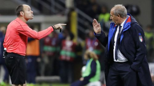 Antonio Mateu discute con Ventura en el partido