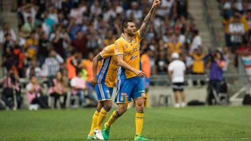 Gignac celebra un gol en el Clásico Regio