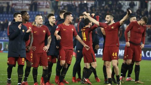 Los jugadores de Roma celebrando el pase a los Octavos de Final de Champions