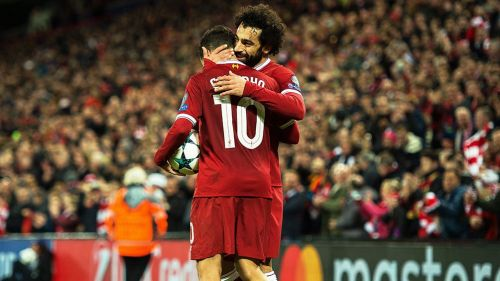 Mohamed Salah y Philippe Coutinho celebran al final del partido