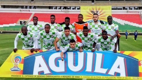 Los jugadores del Boyacá Chico posan para la foto previo a un partido