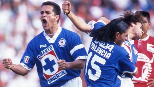 Carlos Hermosilo celebrando un tanto con La Máquina
