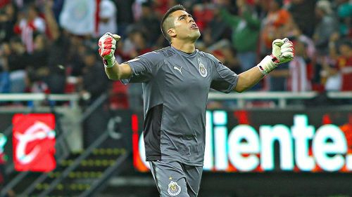 Miguel Jiménez festeja gol de Chivas