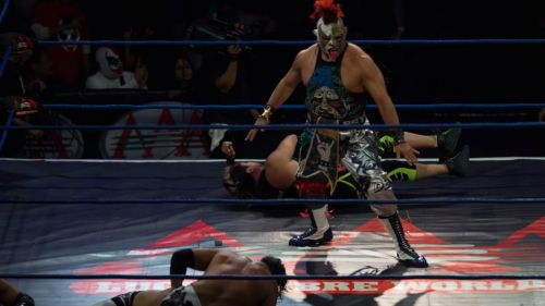 Psycho Clown festeja triunfo en el Gimnasio Juan de la Barrera