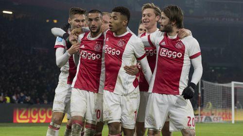 Ajax golea al PSV con todo y
