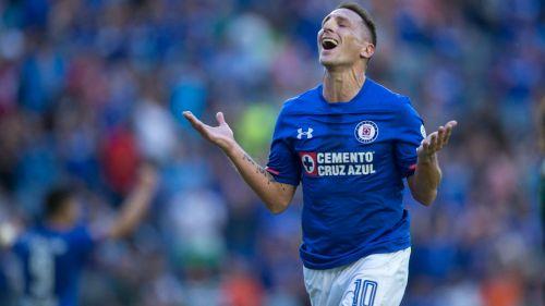 ffa27f036aa4f Chaco Giménez tiene oferta de Pachuca para retirarse. Christian Giménez  celebra gol con Cruz Azul