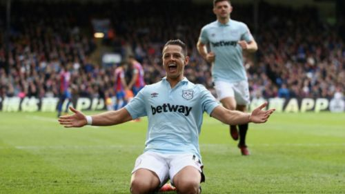 'Chicharito' presente en evento navideño del West Ham